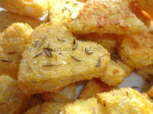Potato crackers with corn semolina