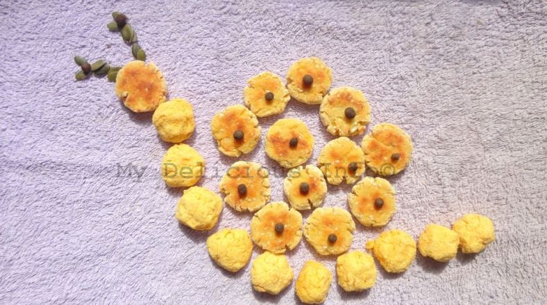 Potato crackers with corn semolina