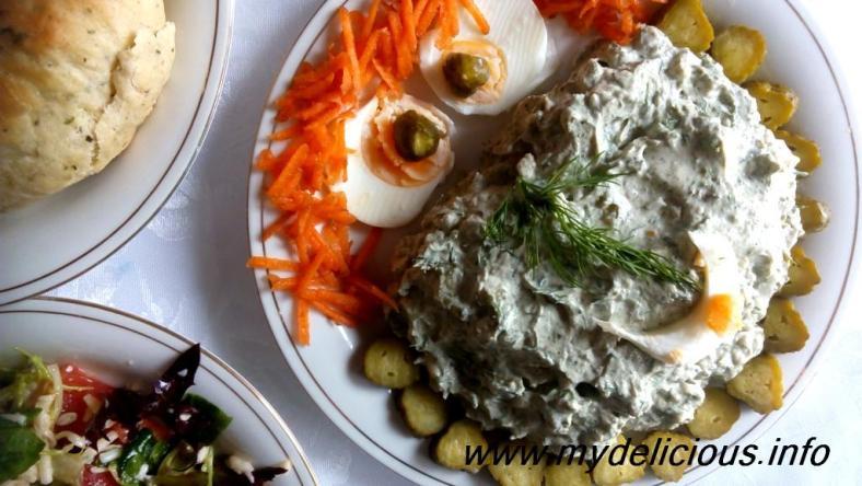 Nettle flour salad